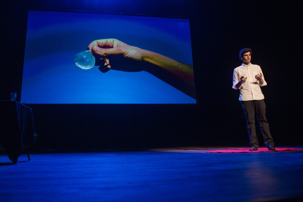 TEDx Rodrigo García Gonzales – a drinkable water bottle